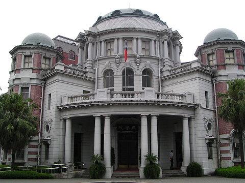 流行典雅复古的建筑风格;1920年以后则